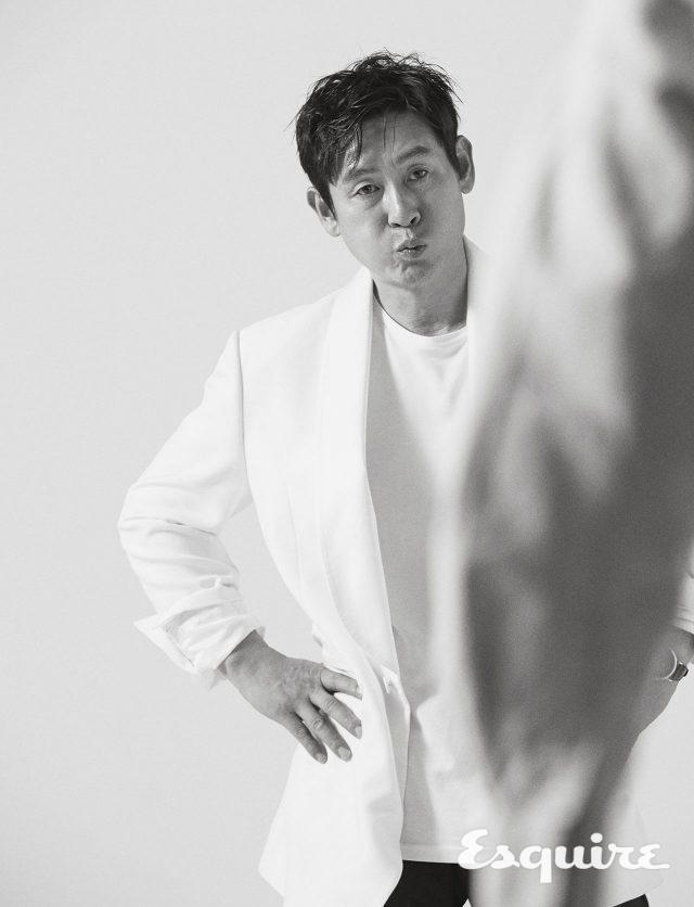 재킷 김서룡. 티셔츠 스타일리스트 소장품.