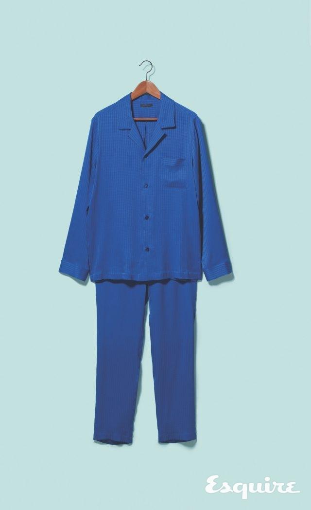 파란색 실크 파자마 셔츠 98만5000원,파자마 바지 72만5000원 모두 라 펠라.