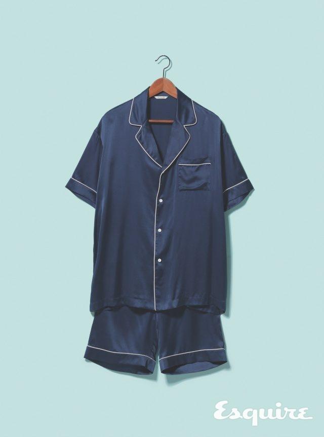 남색 실크 파자마 셔츠 10만원대, 파자마 바지 10만원대 모두 프리브 스푼스 클럽.