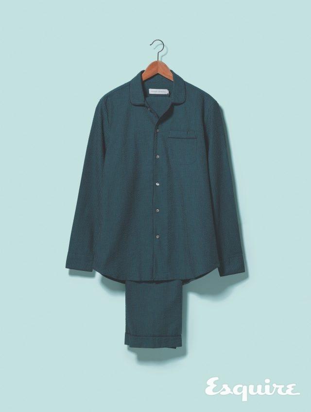 녹색 시어서커 파자마 셔츠 75파운드, 파자마 바지 71파운드 모두 데즈먼드&뎀프시 by 미스터포터.