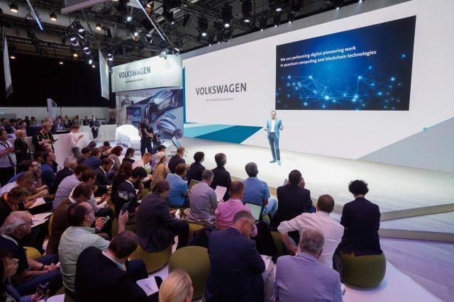 독일 하노버에서 열린 국제정보통신박람회 2018에서 폭스바겐 그룹은 세드릭 액티브 버전을 발표하고 지속적으로 모빌리티를 개발하기 위해 디지털 역량을 꾸준히 확장할 것이라고 밝혔다.