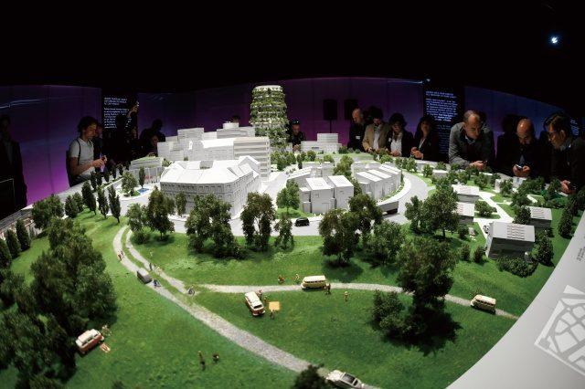 아우토슈타트에서개최된 '도시와 모빌리티의 미래' 특별전에서 1:87 비율로 지은 12m² 규모의 미래 도시를 봤다. 정교한 컴퓨터 제어를 통해 일부 교통 수단이 움직이는 모습을 볼 수 있었다.