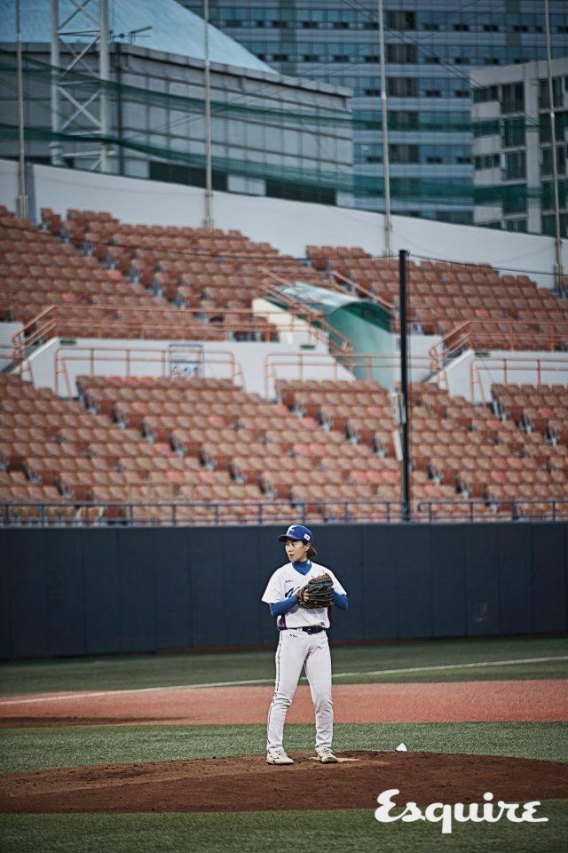 """47 조명희 / 투수, 1983년생""""2008 베이징 올림픽에서 남자 선수들의 경기를 보고 감동받아 야구를 시작했어요. 국가대표가 된 건 우리 집안에서 대대로 이어질 가문의 영광이죠."""""""