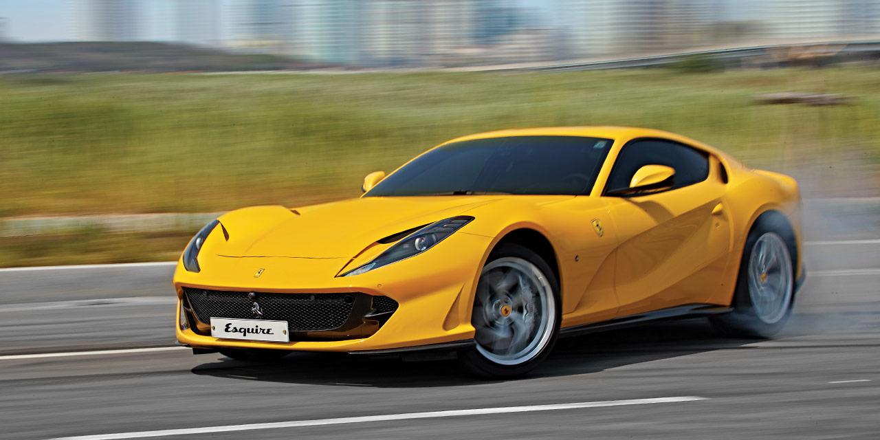 812 슈퍼패스트는 빠르게 바뀌는 세상의 속도에 맞춰 달린다.