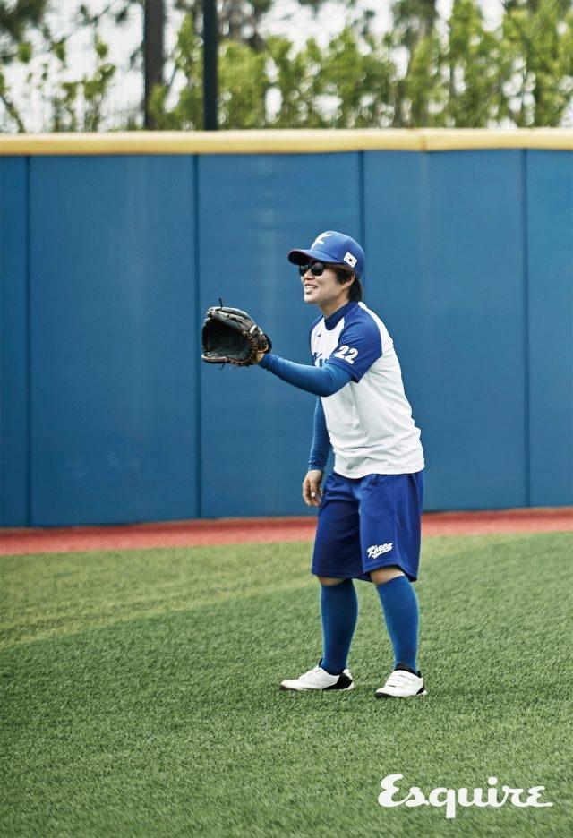 """22 김혜리 / 투수, 1980년생 """"2005년 여자 야구 동호회 이야기를 다룬 다큐멘터리를 보고 야구를 시작했어요. 아직은 실감이 나지 않는데, 미국에 도착하면 그때부터 굉장히 떨릴 것 같아요."""""""