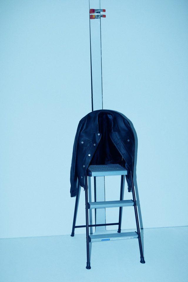 보드랍고 매끄러운 양가죽 재킷 153만원 산드로 옴므.