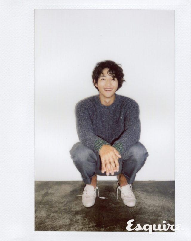 스웨터 N°21 by 한스타일. 바지 아미. 운동화 코스.