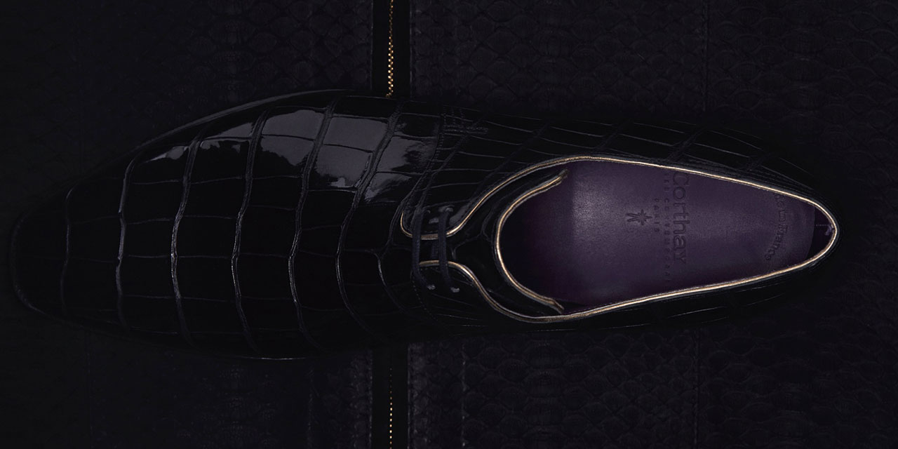 칠흑같이 검고 총명하게 반짝이는 블랙 이그조틱 레더의 향연.