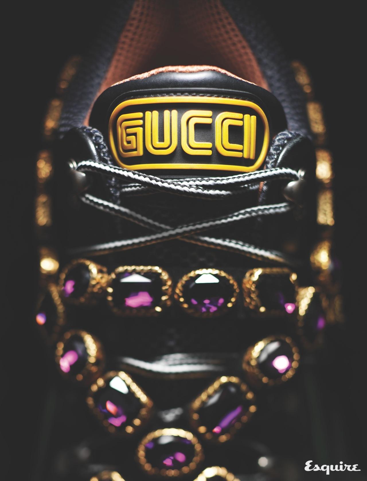 GUCCI 육중한 운동화에 크리스털 장식을 둘렀다. 더 흥미로운 건 세가(SEGA) 폰트를 적용한 특별한 로고. 189만원 구찌.