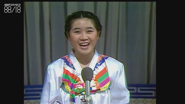 """웅변 대회 수상자 1(?~) """"이때는 이렇게 웅변 대회를 많이 했어요."""" 이태웅은 시대상을 표현하기 위해 당시의 웅변 대회 영상을 넣었다. 이 학생은 해맑은 표정으로 전두환 전 대통령의 취임을 축하했다."""