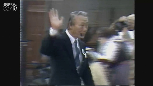 """김택수(1926~1983) 전 대한체육회장. 올림픽 유치를 모두 반대할 때 """"당신이나 그만둬. 나는 안 그만둬""""라고 말했다고 한다. 파이프 담배를 물고 걸어가는 눈빛부터가 보통이 아니다."""