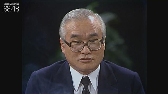 """김우중(1936~) 당시 대우그룹 회장 겸 대한요트협회 회장이자 대한축구협회 회장.  """"나는 장사를 오래 해서인지 사방을 돌아다니면 돈이 깔려 있다고""""라는 대사를 남겼다."""