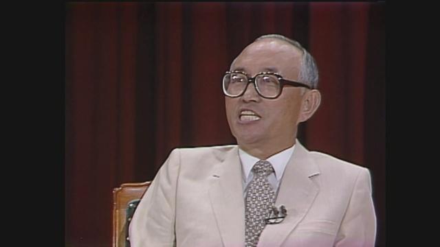 이한빈(1926~2004) 전 부총리. 스위스 대사와 숭실대학교 총장을 맡았다. '유산 남기지 않기 운동본부' 회원이었고 말년에는 용인의 실버타운에서 독서를 하며 보냈다고 한다.