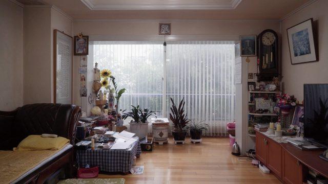 '가정방문'의 라야, '안녕, 둔촌주공아파트'의 이인규 씨가 함께 만든 다큐멘터리 '집의 시간들'. 10월 25일 개봉 예정이다.