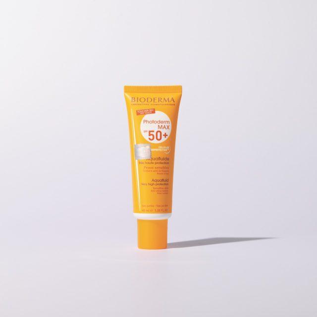 포토덤 아쿠아 플루이드 SPF 50+/PA++++ 40ml/2만8000원 바이오더마.예민한 피부에도 자극 없이 사용할 수 있고 여러 번 발라도 답답함이 느껴지지 않는다.