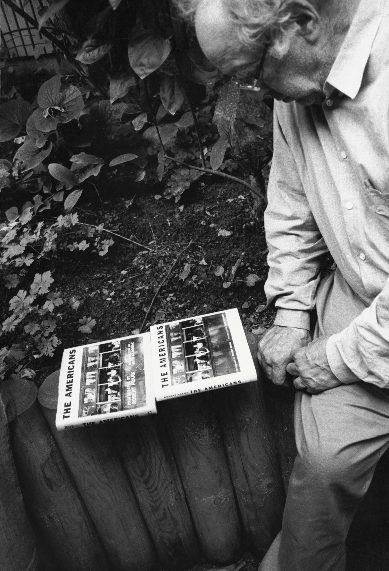 Robert Frank checking the cover of the Steidl editon of The Americans in Göttingen, 2007ⓒ Gerhard Steidl