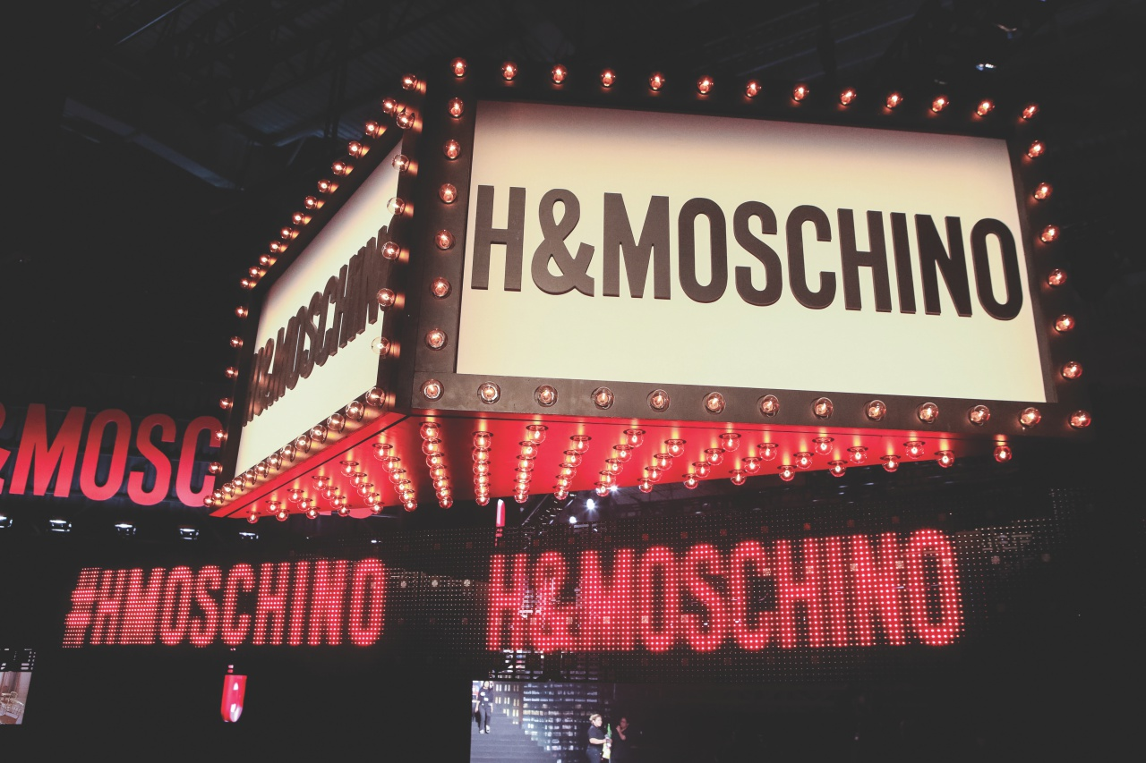 H&M과 모스키노가 함께 만든 유쾌한 세계.