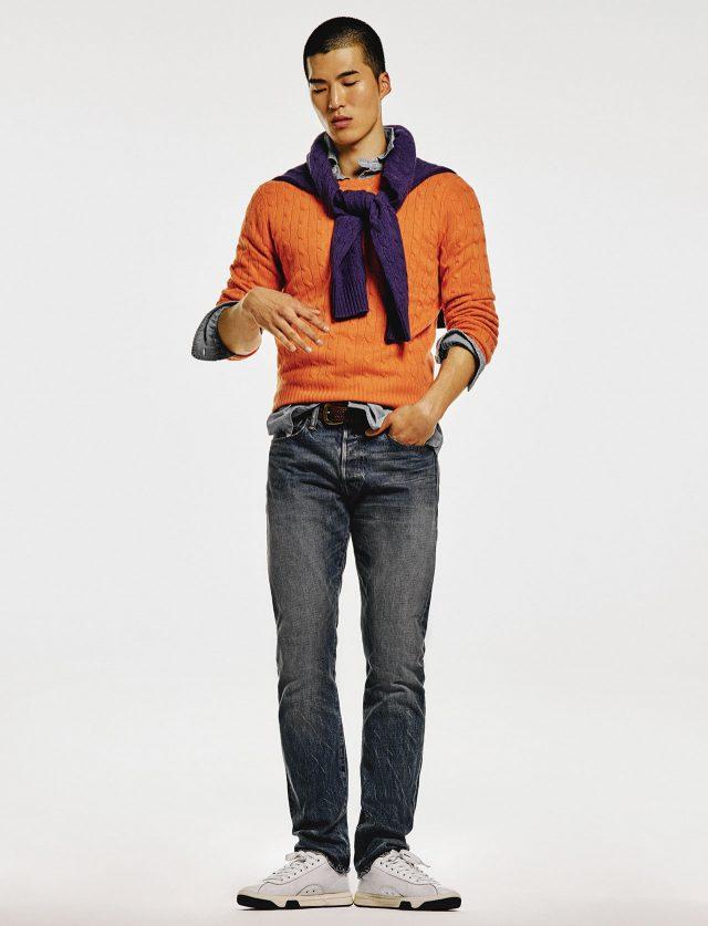 캐시미어 케이블 스웨터, 데님 셔츠, 데님 바지, 운동화, 벨트 모두가격 미정 폴로 랄프 로렌.