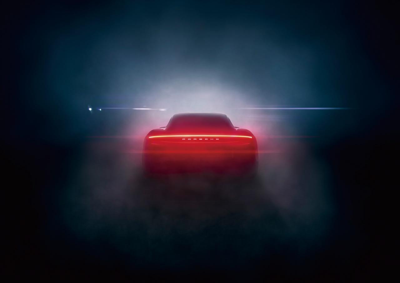 포르쉐 타이칸은 '브랜드 최초의 순수 전기차'라는 문장으로 설명하기엔 너무 큰 개념이다.