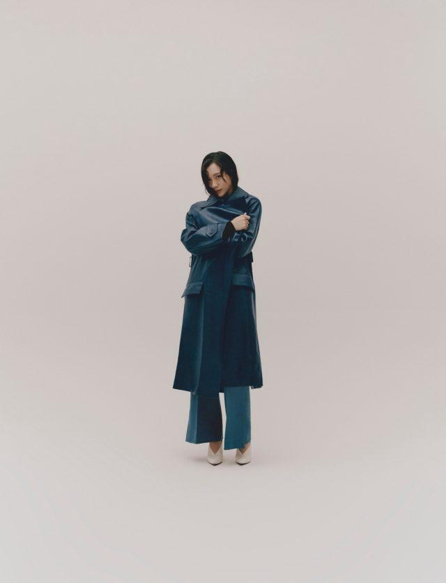 가죽 코트, 바지, 구두 모두 셀린느.