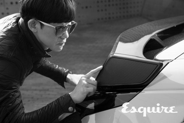 김태영('에스콰이어' 피처 디렉터)'모터트렌드' '자동차생활'을 비롯해 '중앙일보' 온라인 자동차 섹션에서 기자로 활동했다. 자동차기계공학을 전공한 만큼 기술적 측면에서 제품의 면면을 분석하길 좋아한다.