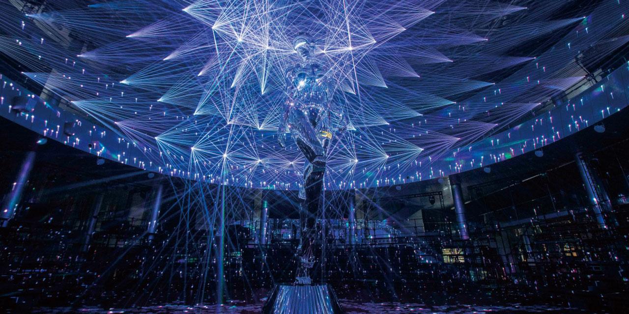 킴 존스의 디올 맨 2019 프리폴 컬렉션은 가장 현재적인 쇼였다.