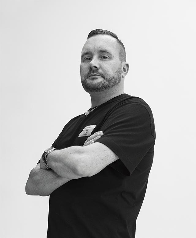 2018년 6월 파리에서 디올 맨 컬렉션을 처음 선보이기 전 그의 모습.