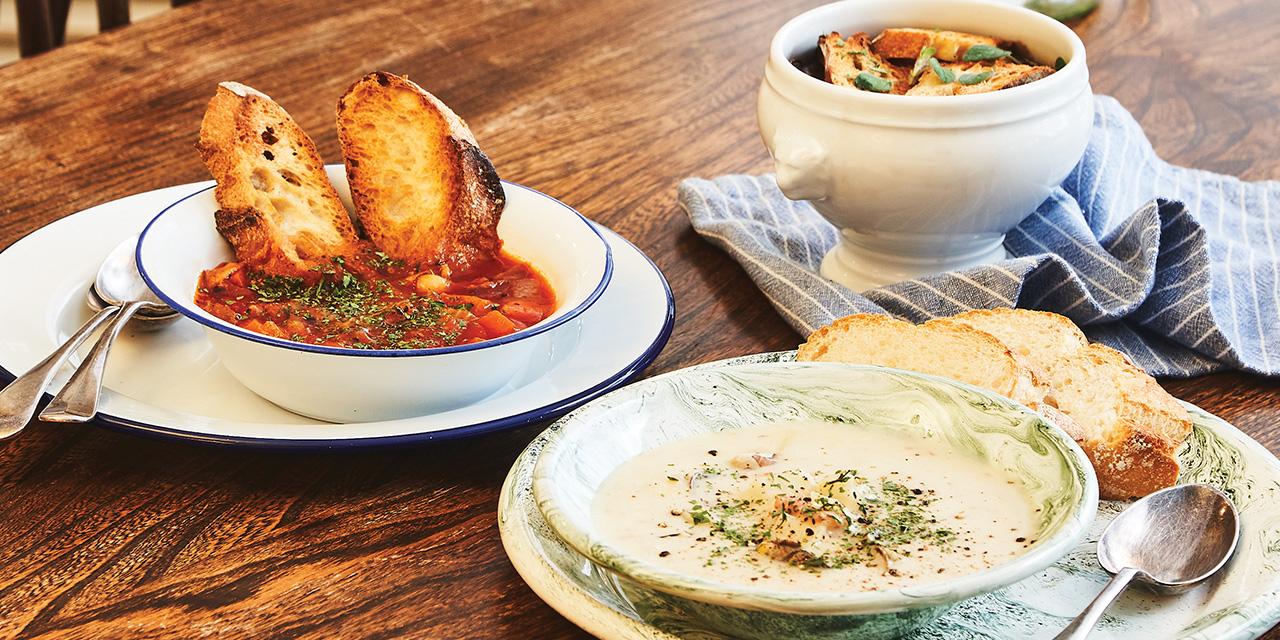 이국의 정취가 듬뿍 담긴 수프 한 그릇을 맛볼 수 있는 67소호.