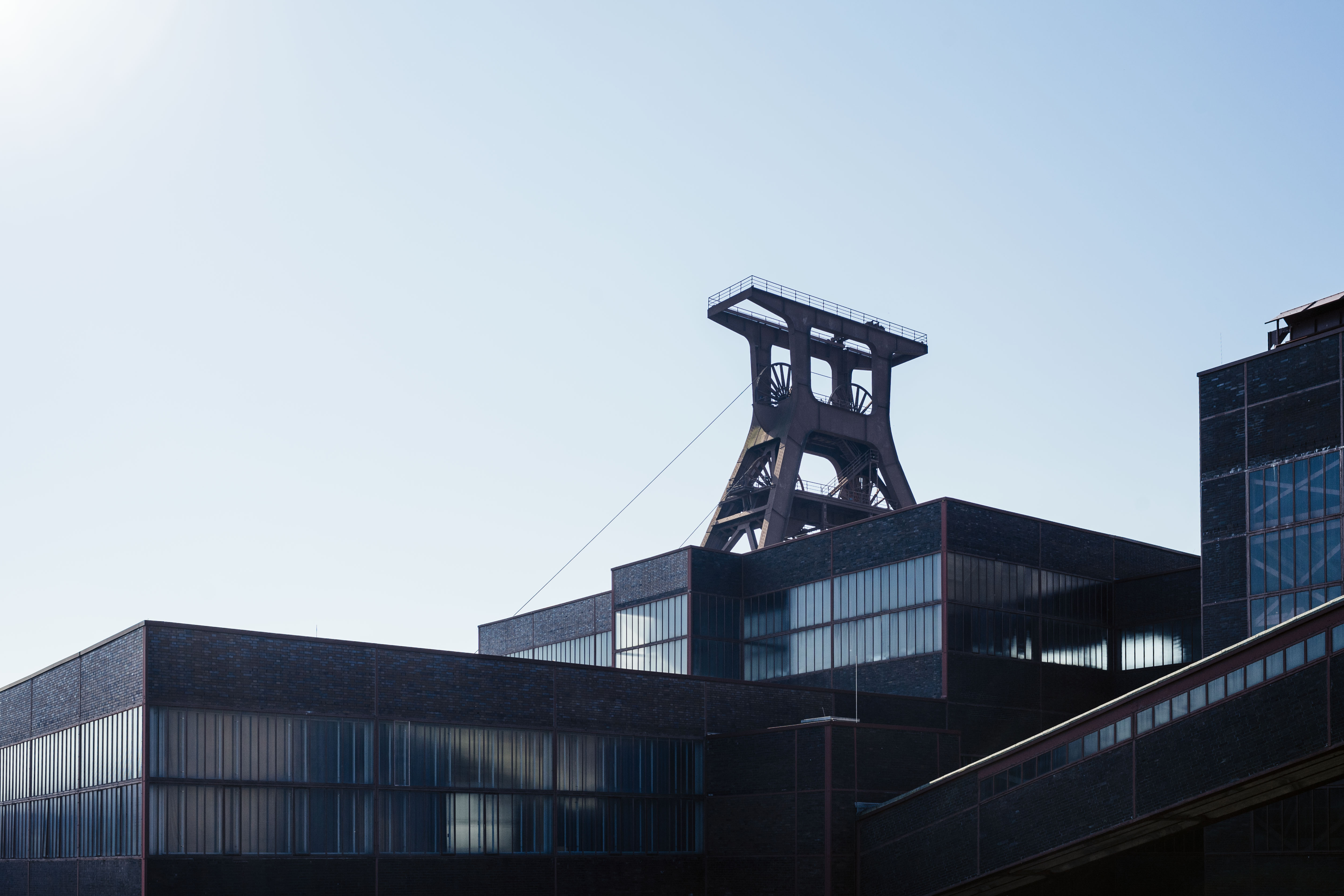 Zeche Zollverein Fördergerüst Schacht XII / Zollverein Coal Mine Industrial Complex Pocket XII (1928–1932), Architekten / architects: Fritz Schupp, Martin Kremmer Photo: © Tillmann Franzen, tillmannfranzen.com