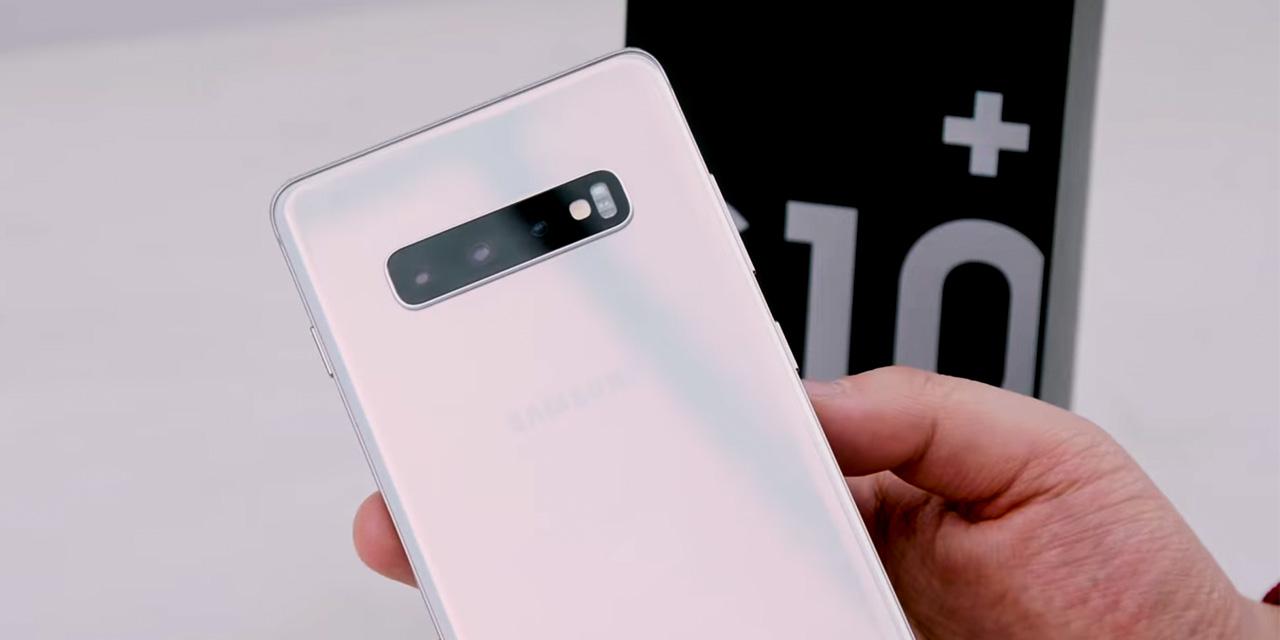 지난 2월 21일, 삼성 갤럭시 S10+를 출시하자마자 직접 열어봤습니다.