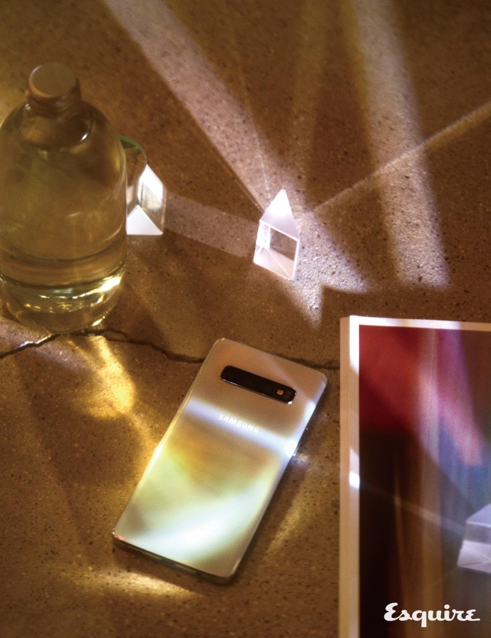 프리즘 화이트 색상 갤럭시 S10 삼성전자.