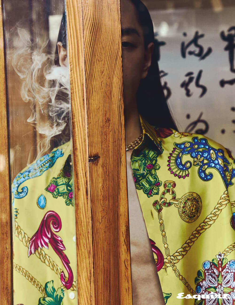 셔츠 가격 미정 베르사체. 체인 목걸이 1600만원대 티파니.