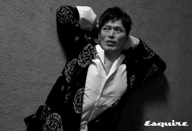 실크 로브, 드레스 셔츠 모두 김서룡.