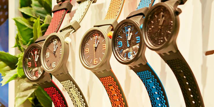 개성 있는 아트와 컬러를 담은 디자인으로 사랑받는 스위스 시계 브랜드, 스와치가 명동 중심부에 국내 최대 매장을 오픈했다. 시계를 쌓아 만든 놀이공원처럼 눈길이 닿는 곳마다 볼거리가 가득하다.